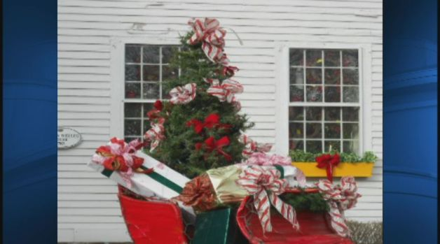 [HAR] Landmark Sleigh Stolen From Glastonbury Store