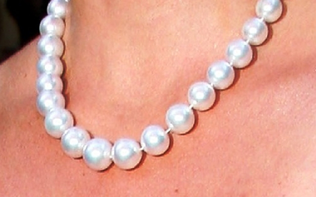 A local jewelry store is honoring moms and wives of military members by giving free pearl necklaces.