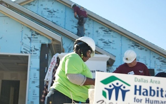 Habitat for Humanity building 9 homes in 5 days in West Dallas, Wednesday, November 19, 2008.