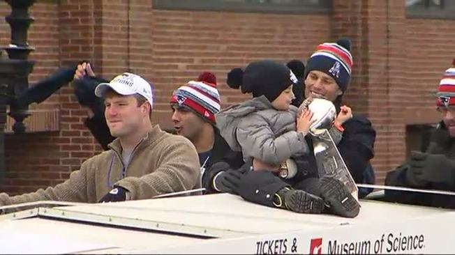 New England Patriots Players, Fans Have Fun at Parade