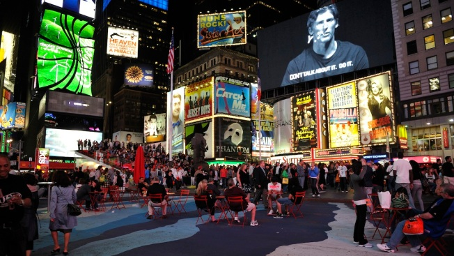 Police Open Fire on Suspect Near Times Square, Hit 2 Bystanders