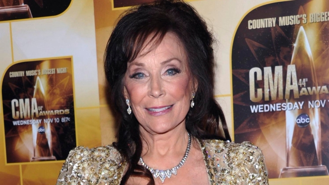 Country Icon Loretta Lynn Suffers Fractured Hip After Fall