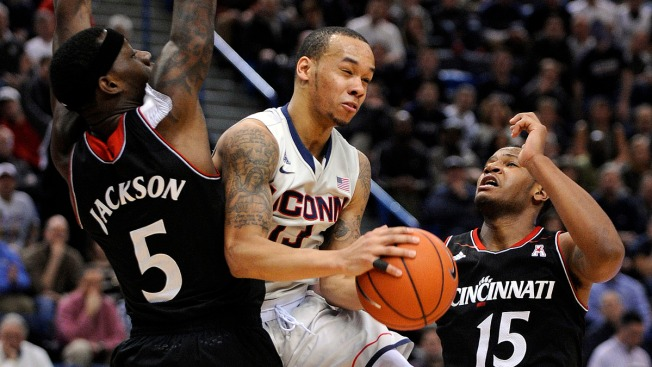 Huskies Upset Bearcats 51-45