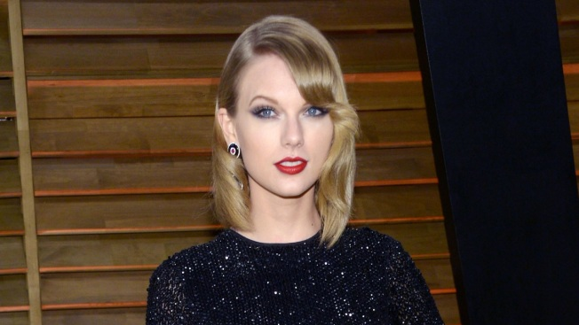 Taylor Swift Shares Celebrity-Filled Instagram Photo for July 4th