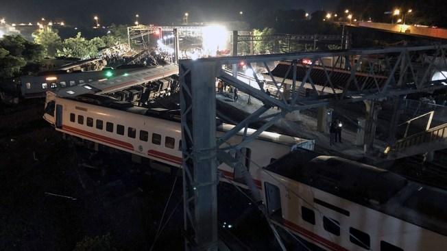 18 Dead, Over 170 Injured in Taiwan Train Derailment