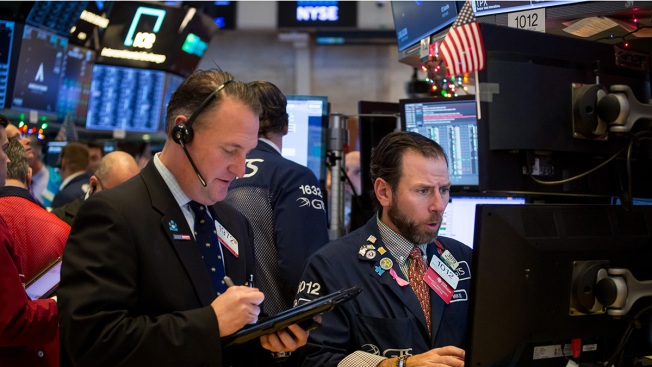 Dow Tumbles More Than 500 Points, Wipes Out Gain for the Year to Cap Wild Week on Wall Street
