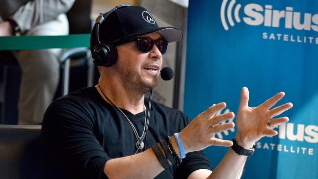 Donnie Wahlberg leaves $2000 tip at Waffle House