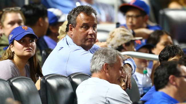 New Jersey Governor Chris Christie catches foul ball, booed by fans