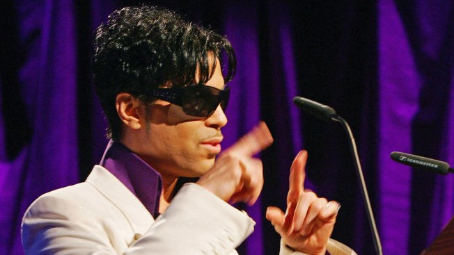 Prince Announces He's Writing Memoir to NYC Audience