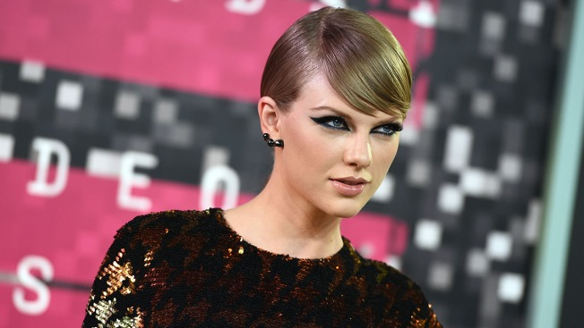 Taylor Swift Social Media Accounts Go Dark
