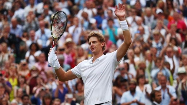 Anderson Tops Isner 26-24 at Wimbledon; Other SF Suspended