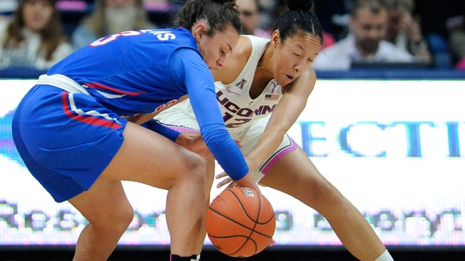 No. 1 UConn Wins 99th Straight, 83-41 Over SMU