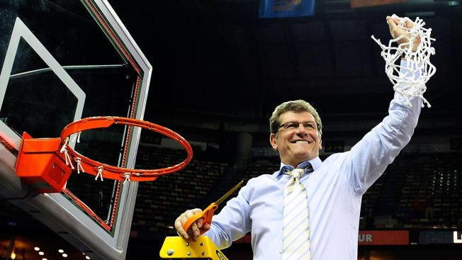 Huskies Victory Would Be Coach Geno Auriemma's 900th Win