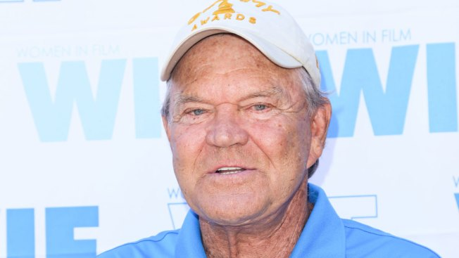 Wife: Glen Campbell Can No Longer Play Guitar Because of Alzheimer's