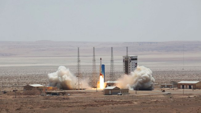 Iran 'launches satellite-carrying rocket'