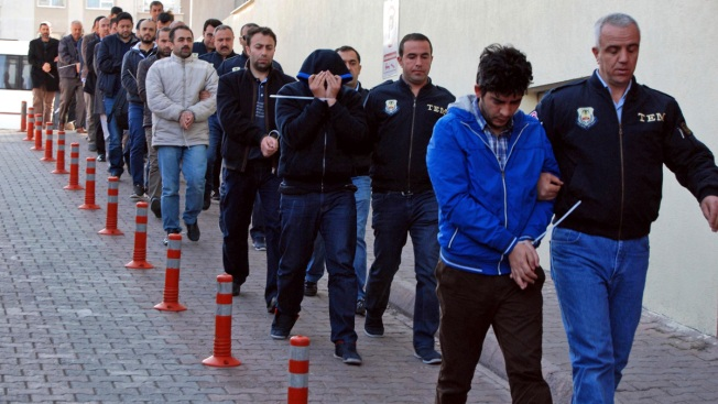 Turkey Arrests 1000 'Secret Imams' in Police Purge