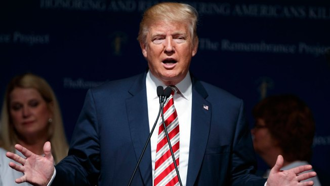 Trump Hits Back at Clinton's Islamic State Claim