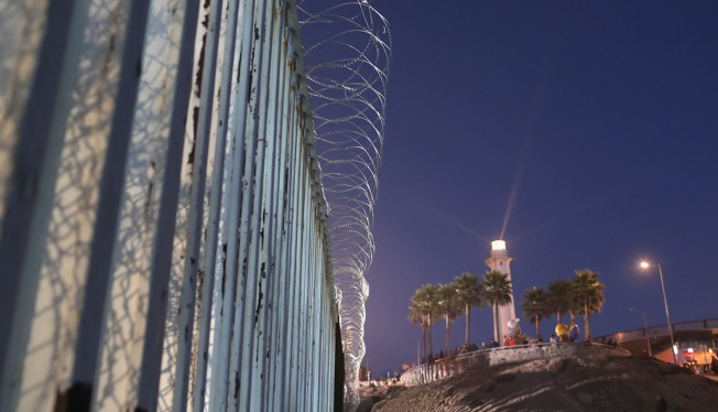 Migrant Mother Hurt Scaling Border Fence With Children in San Diego