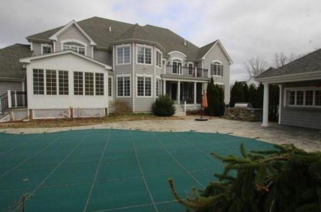 Sale of Aaron Hernandez's former mansion falls through
