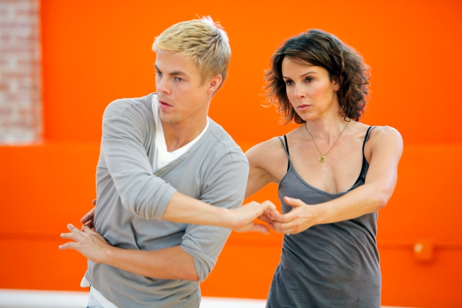 Jennifer Grey Outscores Competition on DWTS