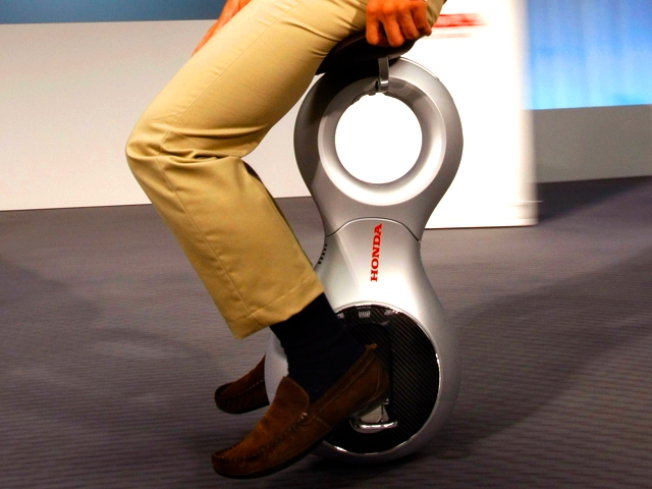 "Yee Haw! Segway Meets Unicycle in ""Personal Mobility"" Device"