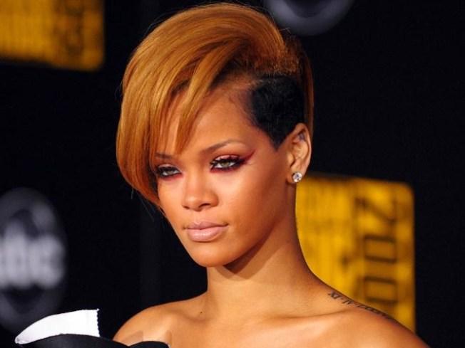 """Rihanna Rocks Out on """"SNL"""""""
