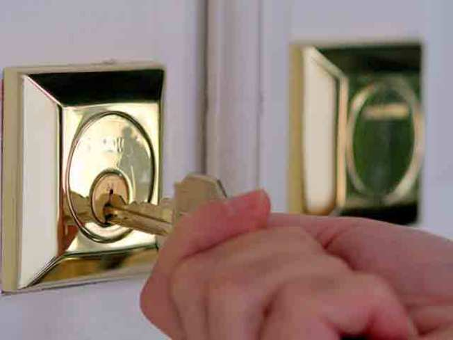 Door-to-Door Sales Force Tries to Get Home