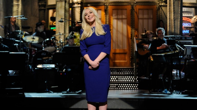 "On ""SNL"" Comeback, Lohan Riffs on Tabloid Image"