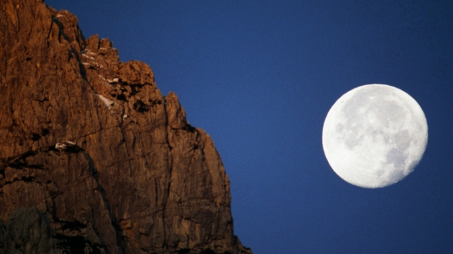 "Look Up! ""Supermoon"" to Light Up Skies Sunday"