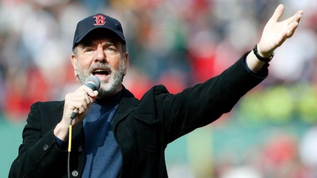 """Neil Diamond Surprises Boston Crowd, Sings """"Sweet Caroline"""""""