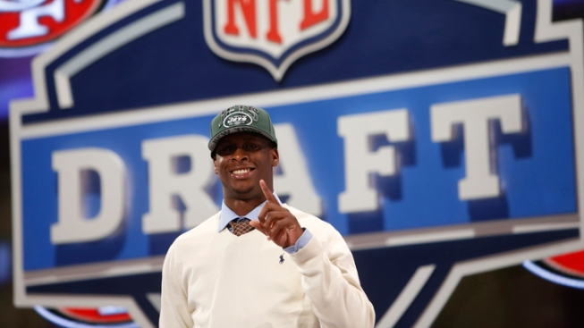 Jets Draft QB Geno Smith in 2nd Round