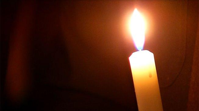Volunteers Keep 24 hour Newtown Candlelight Vigil Burning