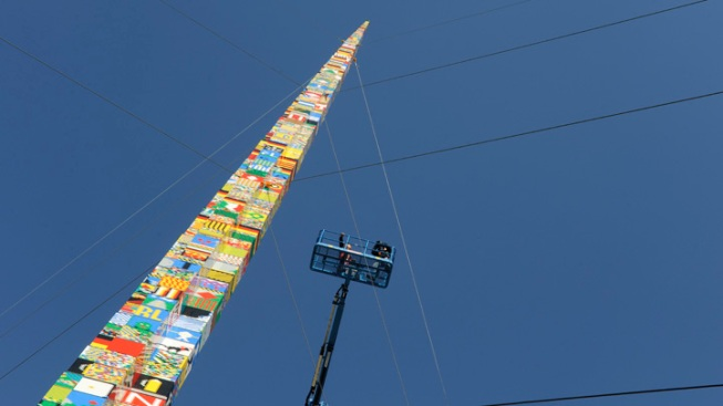 Delaware Students Build World's Tallest LEGO Tower