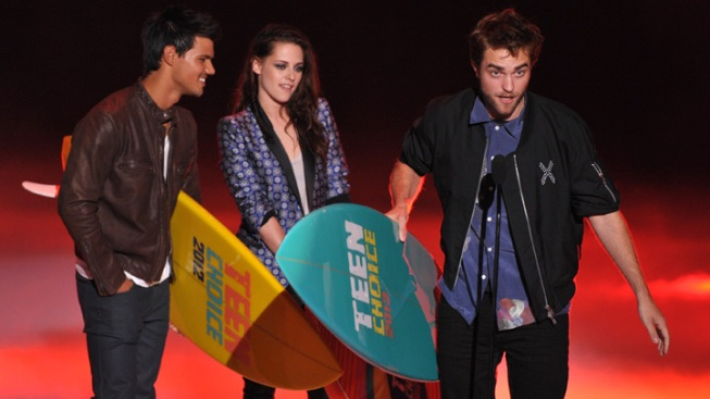 """Twilight,"" Swift Add to Teen Choice Awards Hauls"