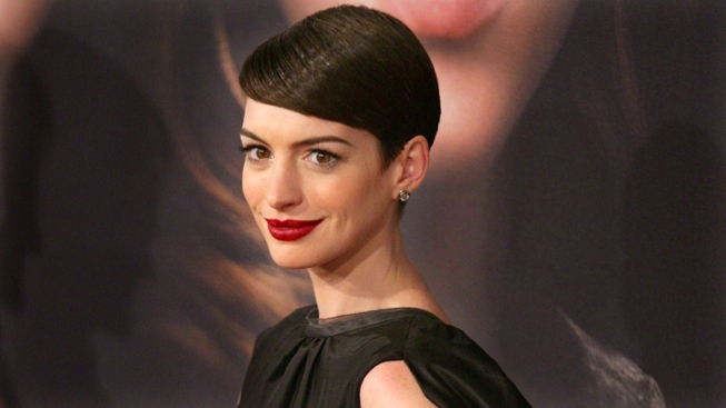 Anne Hathaway Honored by Costume Designers Guild