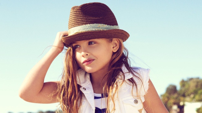 Anna Nicole Smith's 6-Year-Old Daughter Poses For Guess