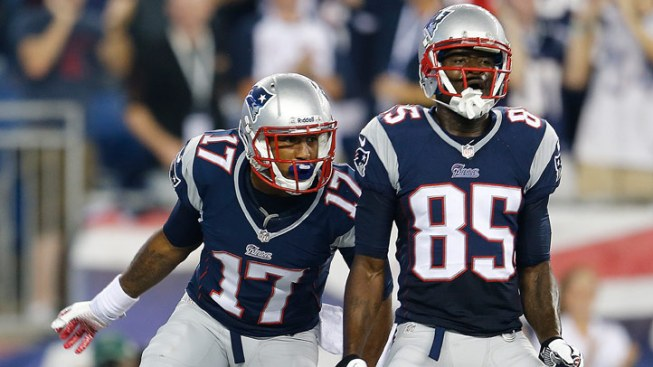 Patriots Defeat Buccaneers, 23-3