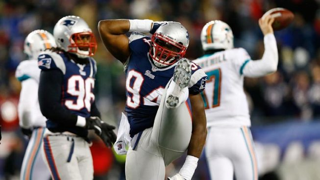 Pats Shutout Dolphins, Earn 1st-Round Bye