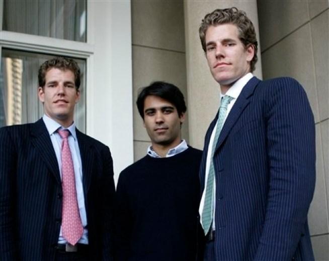 Братья-близнецы Тайлер и Кэмерон Винклвоссы, а также их бизнес-партнер Дивь