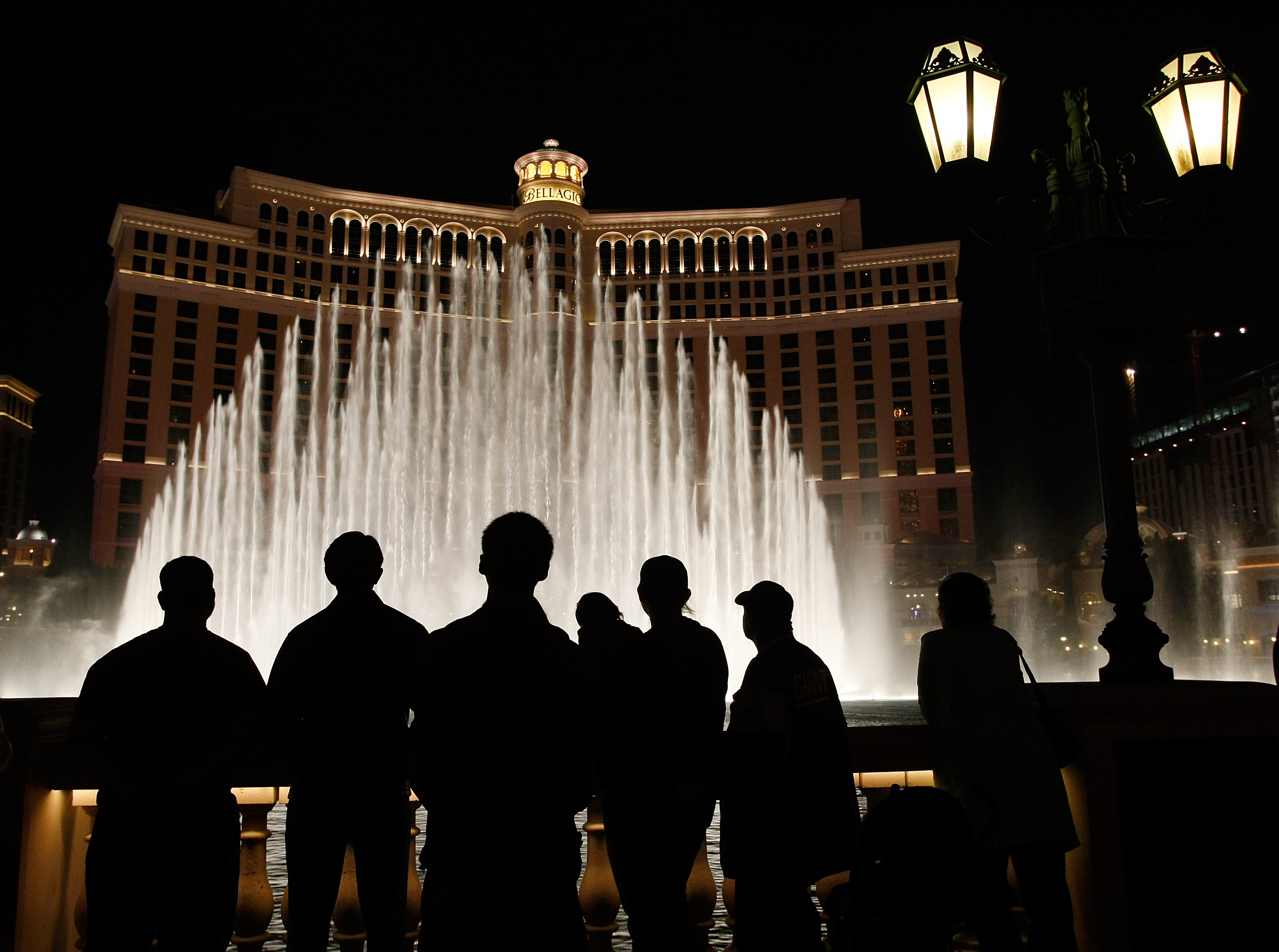 LAS VEGAS - NOVEMBER 24: Tourists are silhouetted as they watch the fountain show at the Bellagio November 24, 2008 in Las Vegas, Nevada. (Photo by Ethan Miller/Getty Images)