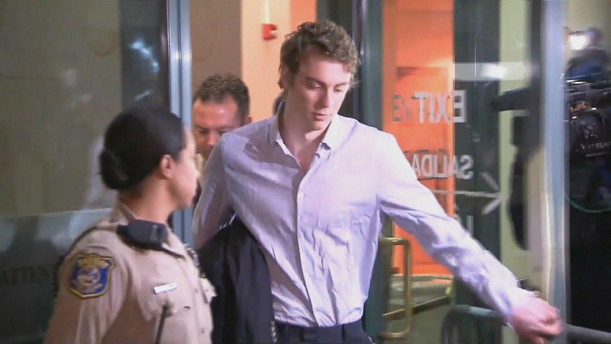 Convicted sex assault offender Brock Turner is released from the Santa Clara County Jail in San Jose after a three-month sentence. (Sept. 2, 2016)