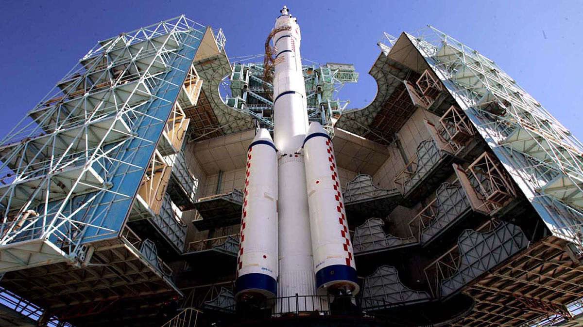 China's second manned spacecraft Shenzhou-6 joined by the Long March CZ-2F rocket at the launch tower of the Jiuquan Satellite Launch Center.