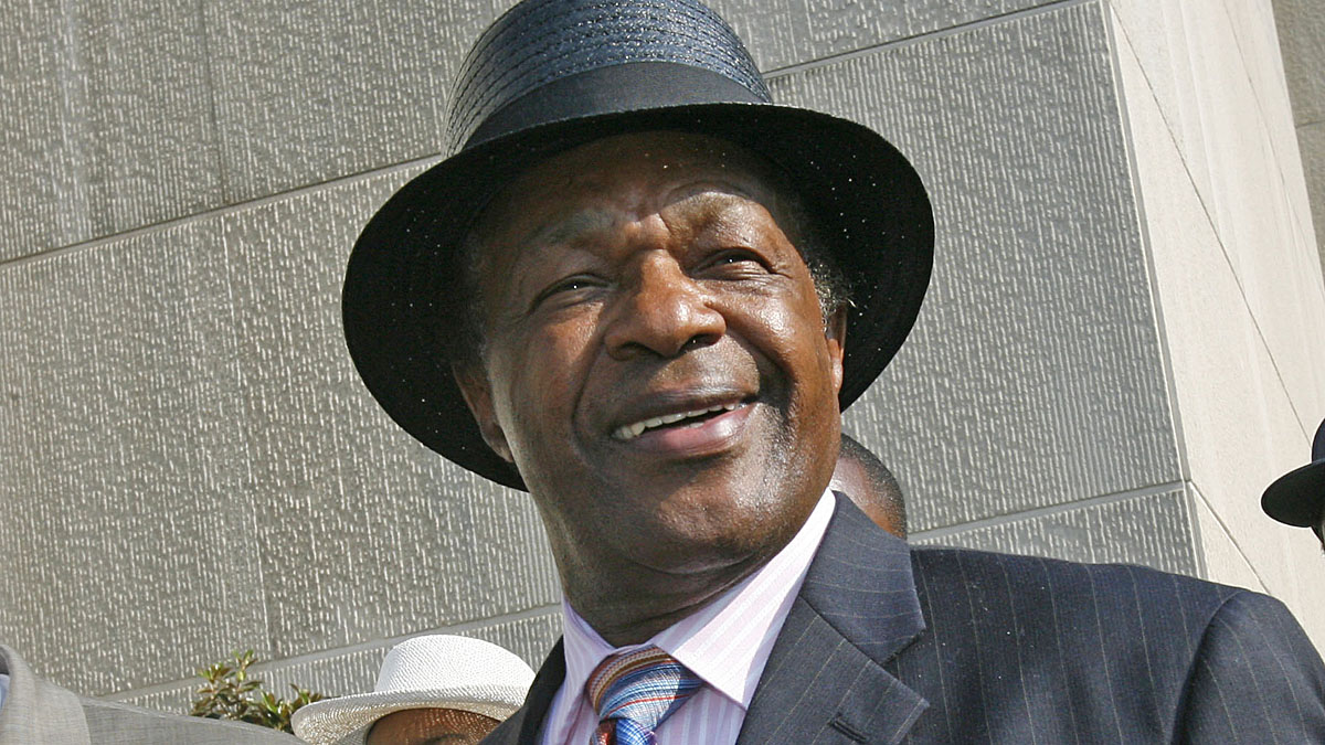 Former D.C. Mayor Marion Barry, make a statement to the media outside the D.C. Superior Court in Washington, Wednesday, June 13, 2007. Barry died at age 78.