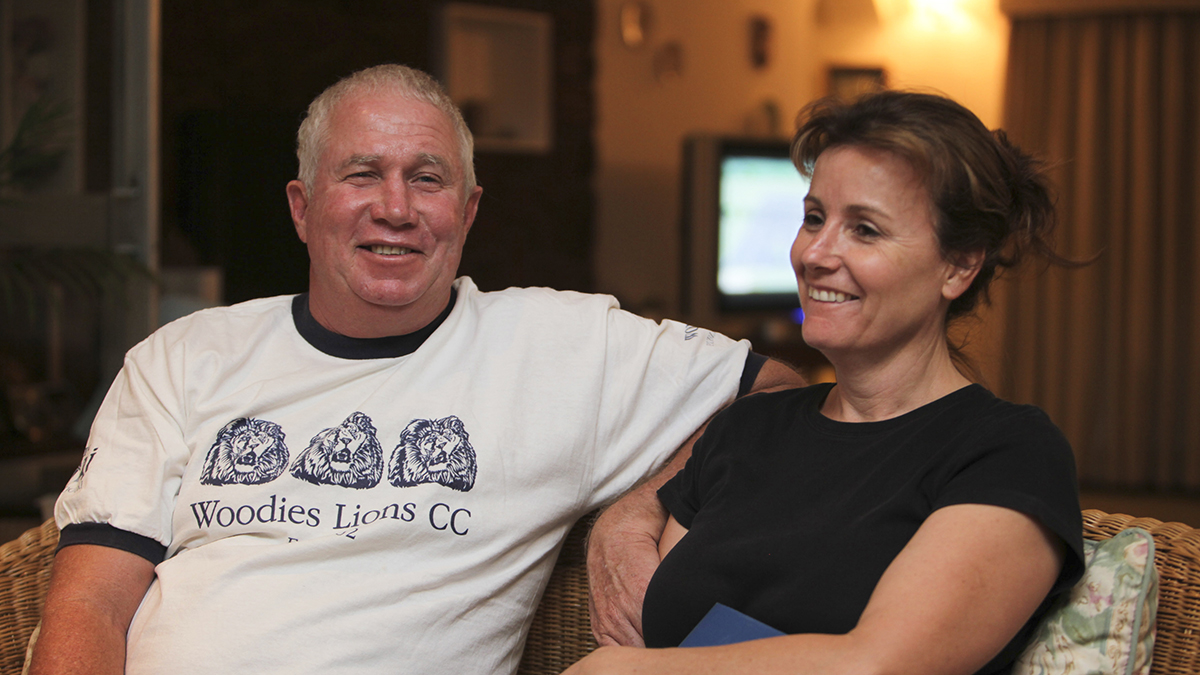 Senior Zimbabwean MDC opposition official Roy Bennett, left, and his wife Heather, relax at a friends home in Mutare about 200 km east of Harare, Zimbabwe, on Oct. 16, 2009. A fiery helicopter crash killed Bennett and his wife, while on holiday in a remote part of the U.S. state of New Mexico, authorities said Thursday, Jan. 18, 2018.