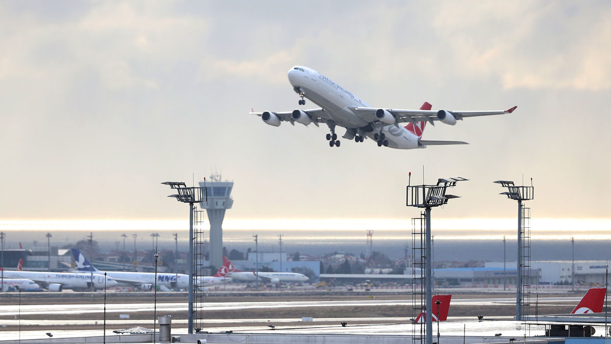 A Turkish Airlines plane takes off at Ataturk Airport in Istanbul, Turkey, Dec. 30, 2015.