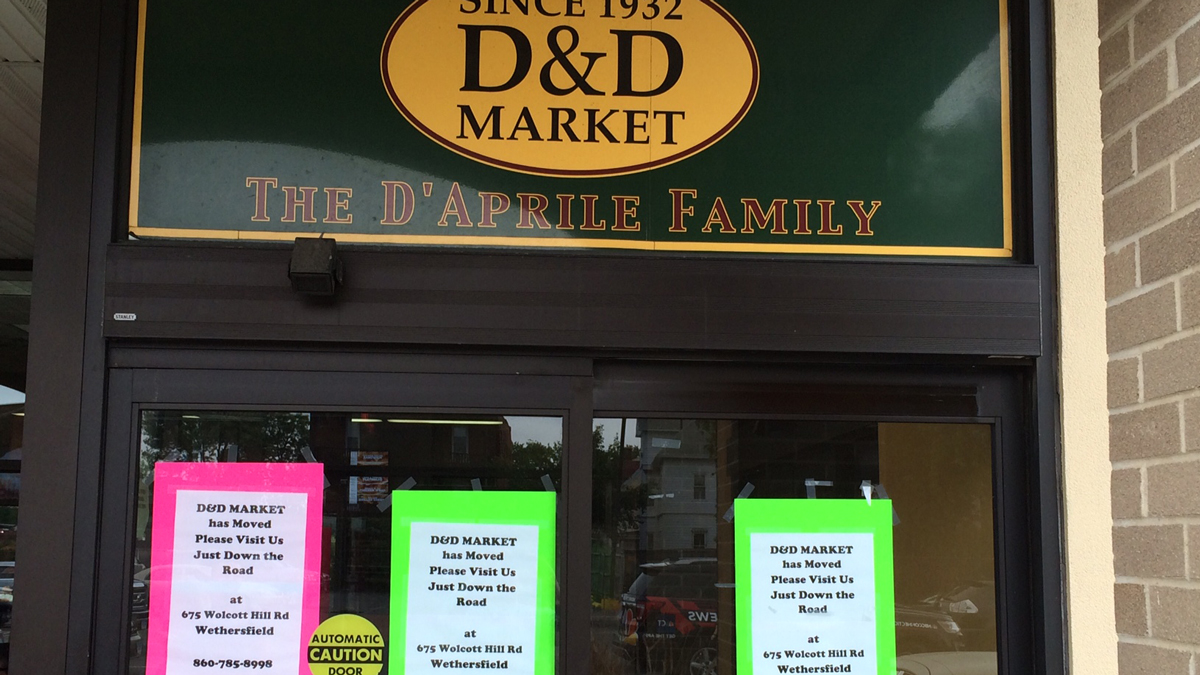 Signs on the doors of D&D Market on Franklin Avenue in Hartford direct customers to the Wethersfield location.
