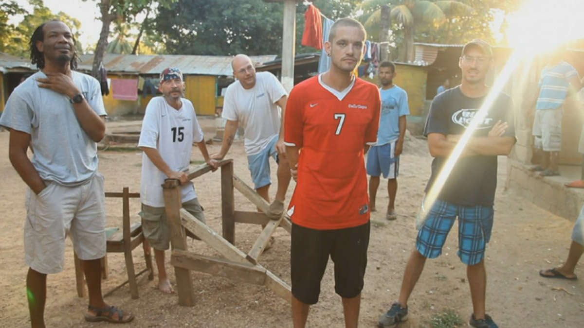 Devon Butler(center), 27, and five other Americans are being held on a Honduran jail.