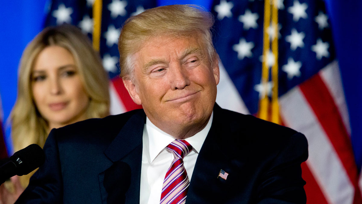 Republican presidential candidate Donald Trump smiles as supporters cheer during a news conference at the Trump National Golf Club Westchester, on June 7, 2016, in Briarcliff Manor, N.Y.