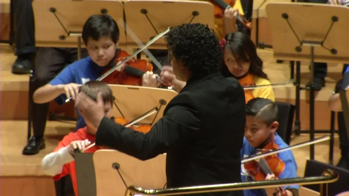 Gustavo Dudamel and the Youth Orchestra Los Angeles will perform at the Super Bowl 50 halftime show.