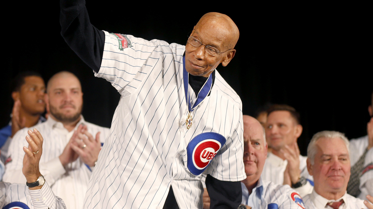 Chicago Cubs Hall of Fame infielder Ernie Banks is introduced during the Cubs' annual winter baseball convention Friday, Jan. 17, 2014, in Chicago.